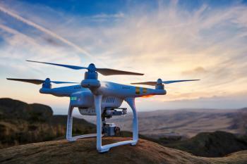 dron-w-locie-Phantom-4