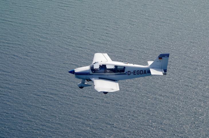 aircraft-2036395_1920
